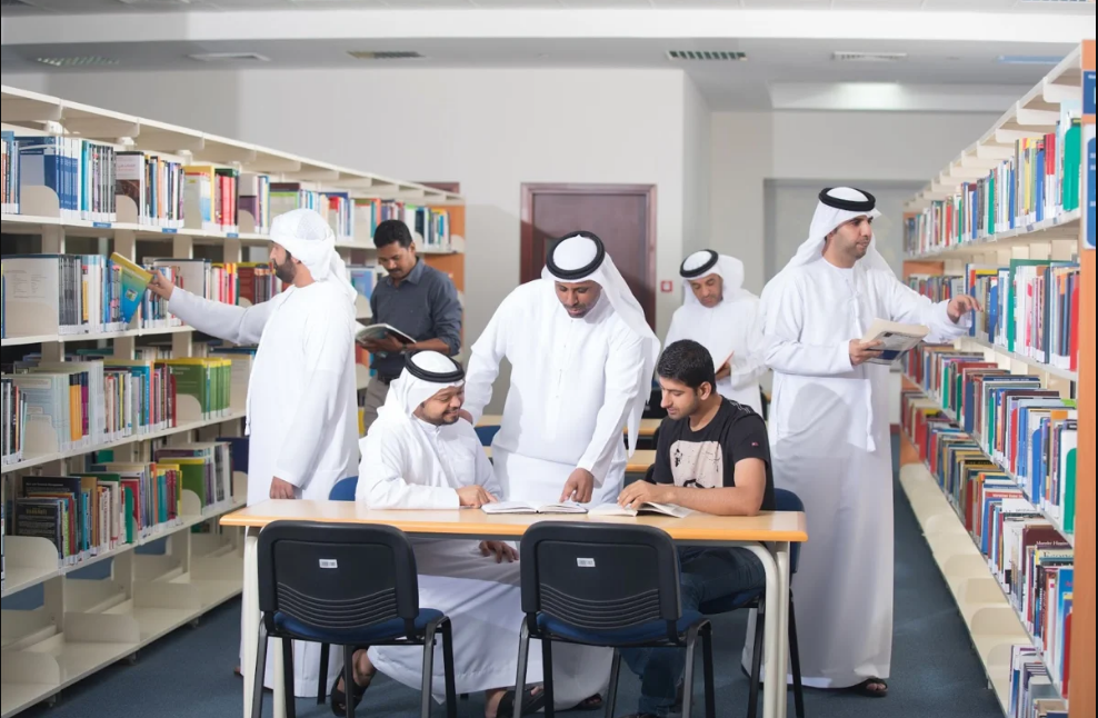 Here are 8 Best Scholarship Programs for Students In UAE